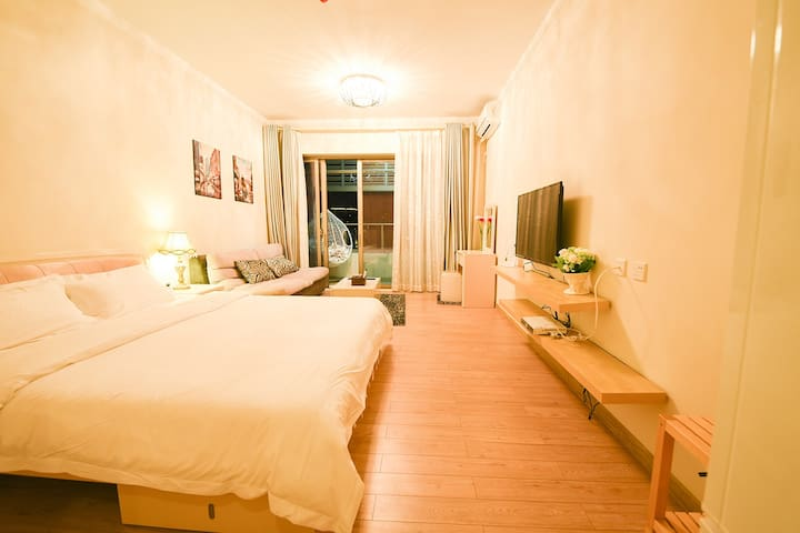 Independent room with toilet and air con near sea - Zhuhai - Haus