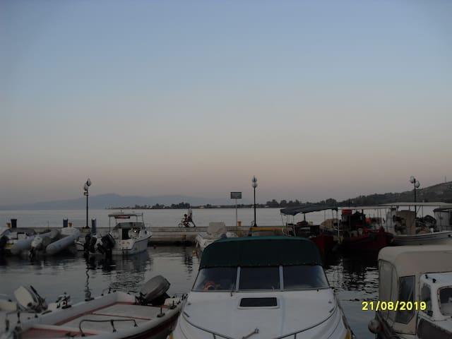 Уютная,2-х кв.на берегу моря дешево - Agios Konstantinos - Wohnung