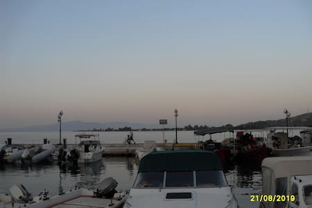 Уютная,2-х кв.на берегу моря дешево - Agios Konstantinos
