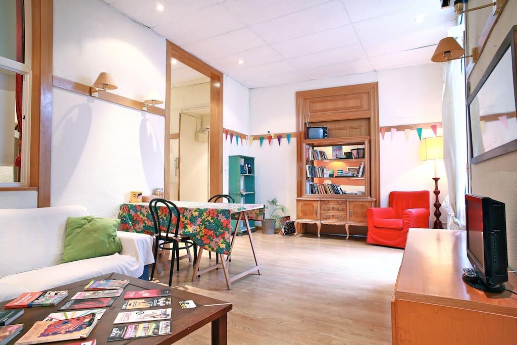 petit appartement mon domicile salle de bains priv e groupes appartements louer. Black Bedroom Furniture Sets. Home Design Ideas