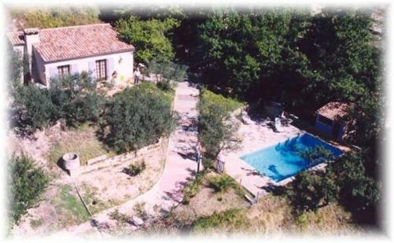 Maison avec piscine en Drôme provençale - Sahune - Huis
