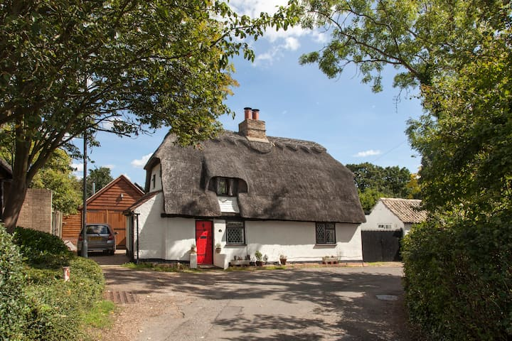 16th c. listed cottage ideal for a summer getaway