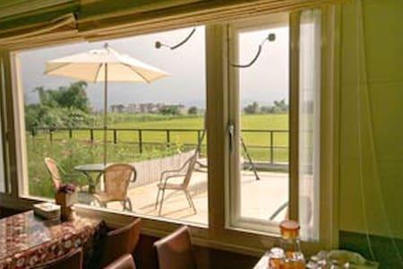 近冬山河風景區乾淨的房間、可愛的擺設、親切的服務 - Bed & Breakfast