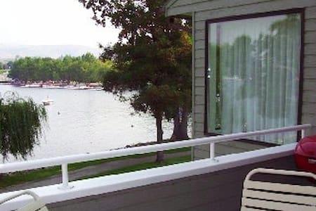 Wapato Point,  Lakeside Unit - Apartamento