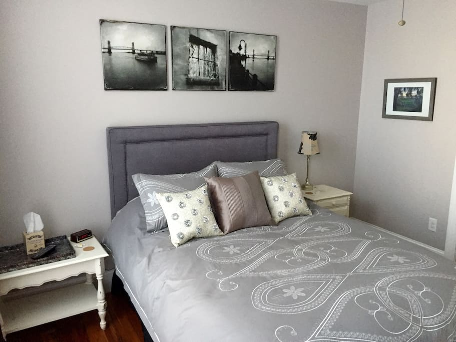 Comfortable Queen Bed with 100% cotton sheets, ECO friendly cleaning products!