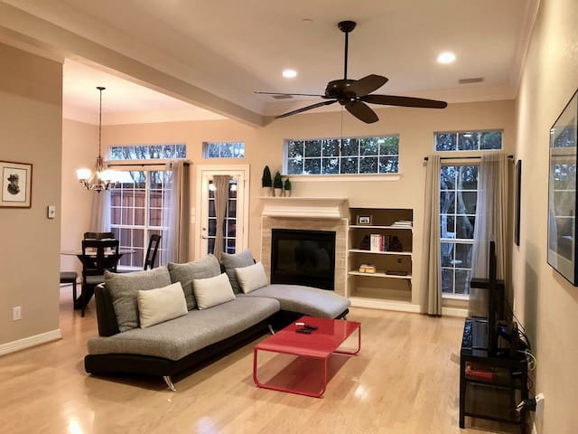 Beautiful 3 BR Townouse in the Heart of Addison