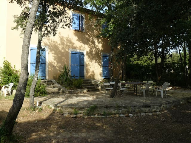 Provencal house under the oaks - Venasque