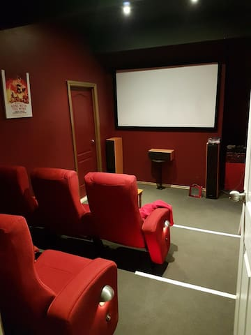 Family home with 6 seater cinema and a trampoline!