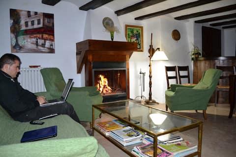 Casa con encanto de siglos adaptada y confortable