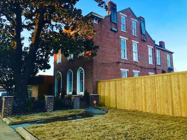 The Bradford-Maydwell House