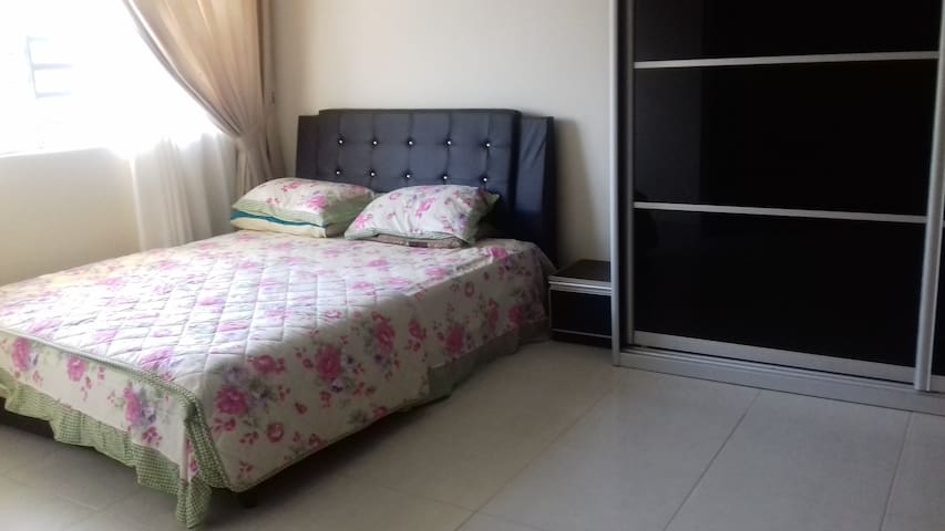 Clean & Comfy Room in Puncak Alam for Female Guest - Bandar Puncak Alam - Huis