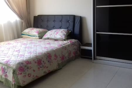 Clean and Comfy Room in Puncak Alam - Bandar Puncak Alam - Haus
