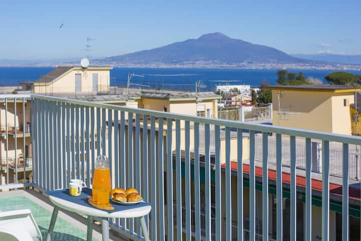 Dellamura House with Shared Pool, Sea View, Terrace and Parking