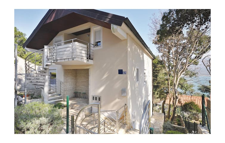 Holiday apartment with 2 bedrooms on 57m² in Donji Karin