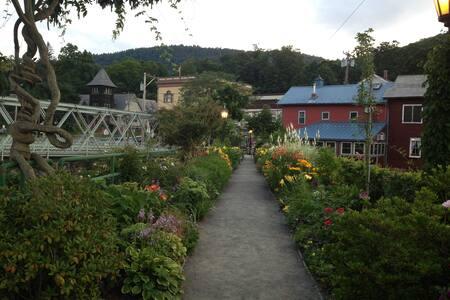 Scenic village of Shelburne Falls - Shelburne Falls - House