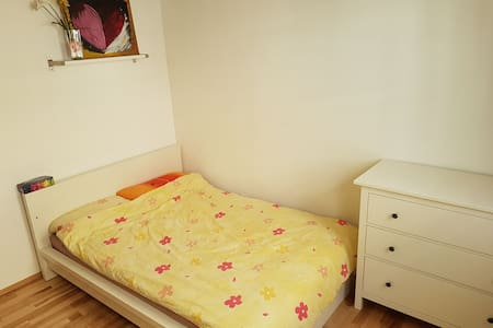 Cozy room in modern flat, WIFI & perfectly located