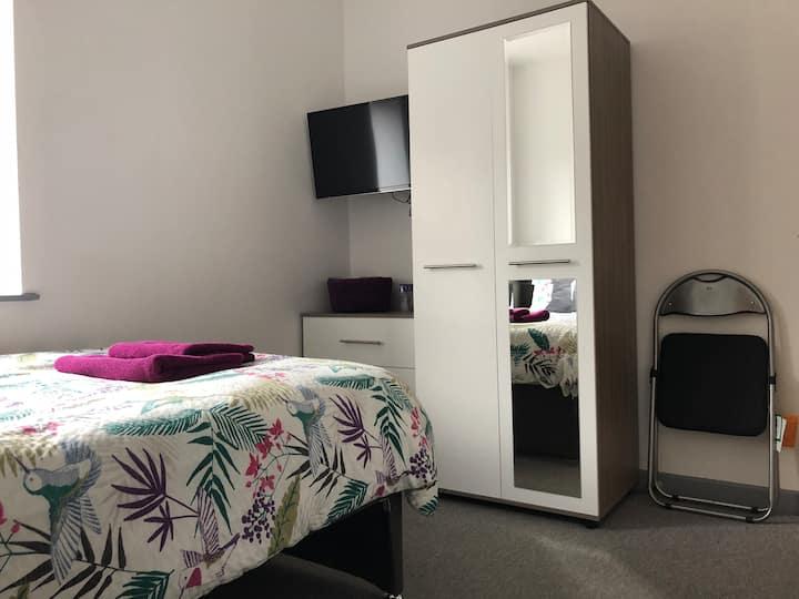 Room 4, en-suite double room, central location