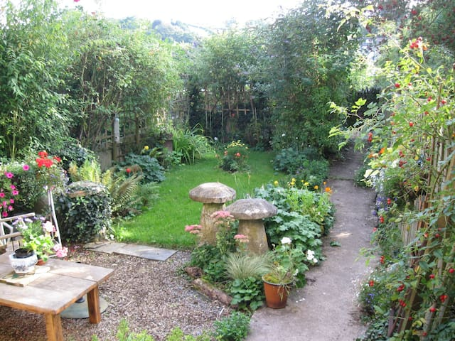 Cosy rooms in friendly home - Totnes - Bed & Breakfast