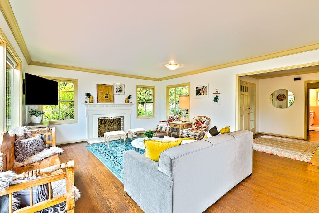 A wonderful combination of beach chic and vintage with large flat screen TV, a fireplace and lots of comfortable seating from which to enjoy it all.