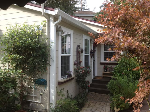 CHARMING COTTAGE: WALK TO TOWN/BART - Lafayette - Haus