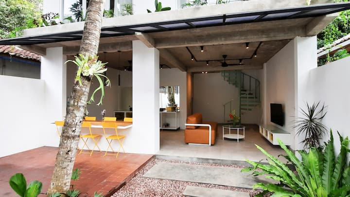 Modern atmospheric 2-bedroom house near the beach