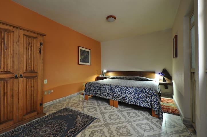 2-bedroom ground level apartment -downtown Morelia