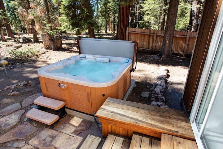 Remodeled 4 Bedroom (Hot Tub, Dog Friendly)