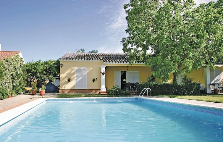 Holiday cottage with 4 bedrooms on 240 m² in Palma del Río