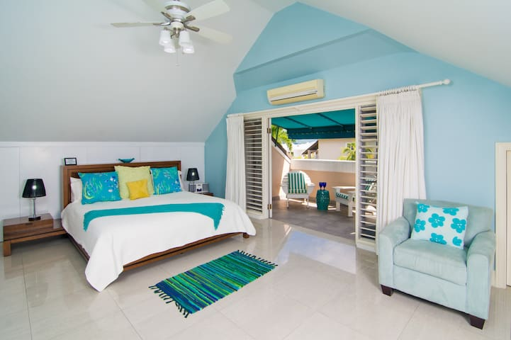 Beautiful Luxury Apartment Oceanfront Property