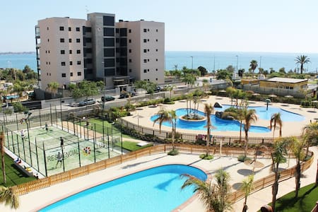 Apartamento nuevo de 2 dormit. en 1ª línea del mar - Mil Palmeras - Apartment
