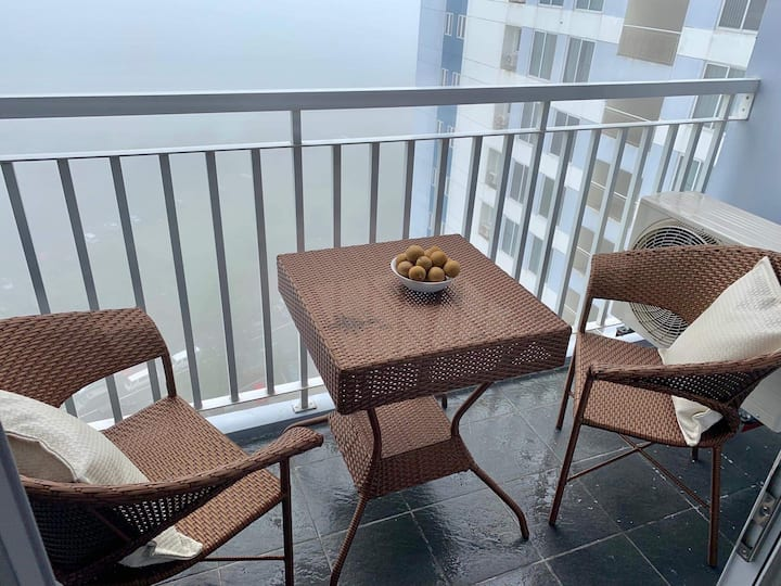 Deluxe 1 br with balcony facing Taal. Free parking