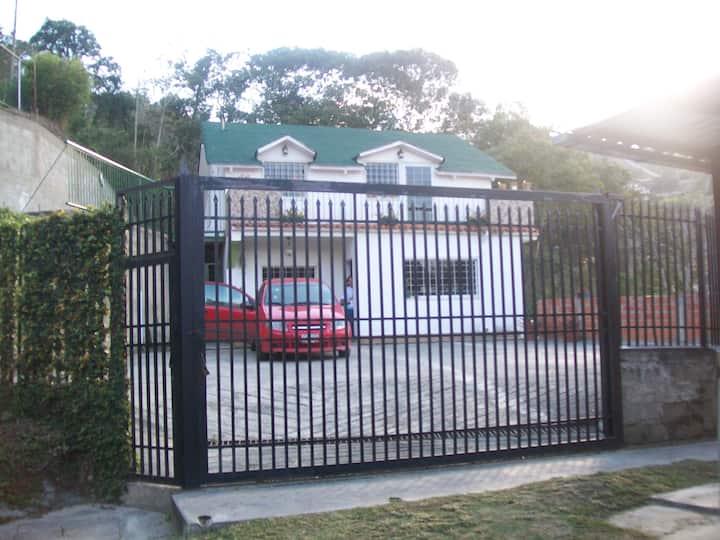 Chalet en San Antonio de Los Altos ve el paisaje
