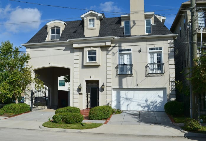 2 Bedroom Montrose Townhouse - Houston - Casa