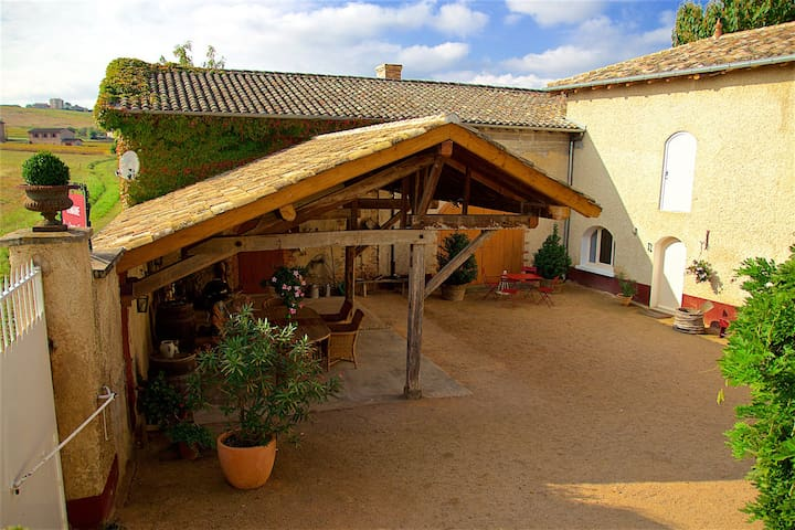 Studio within a renovated wine farm (Beaujolais).