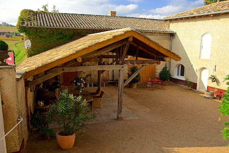Studio within a renovated wine farm (Beaujolais). - Huis