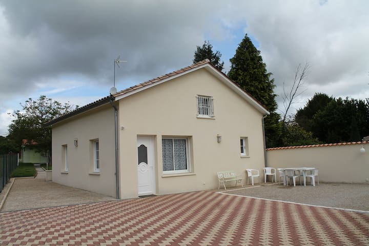 Maison a 100 métres des thermes - Jonzac - Haus
