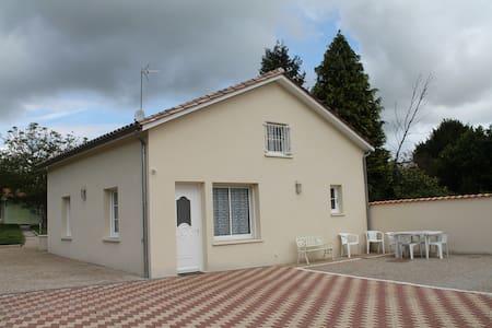 Maison a 100 métres des thermes - Jonzac - Hus