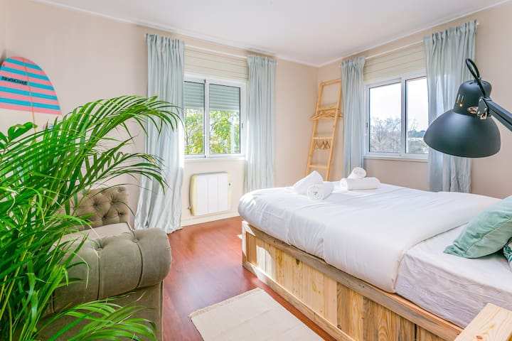 Premium Surf House in Porto - Big Double Room