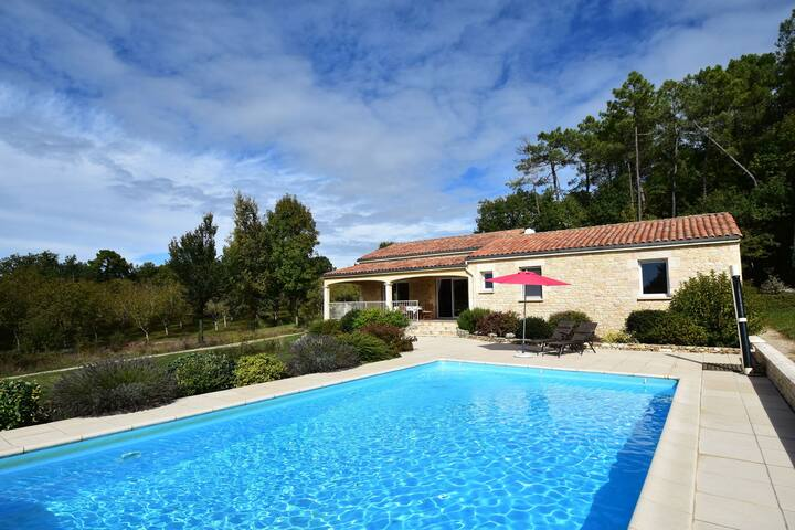 Holiday home in Montcléra with sunny garden, playground equipment and private pool