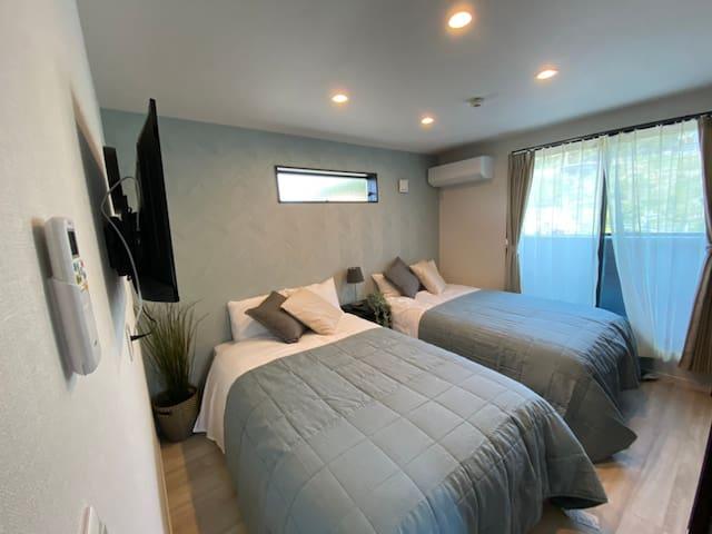 3F 寝室 セミダブルサイズベッド×2