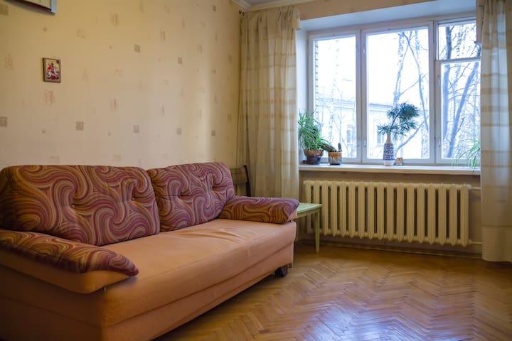 Квартира Бирюзова 38