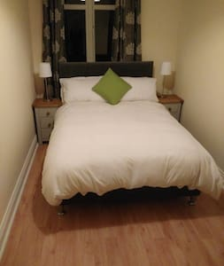 Beautiful, Comfortable bedroom. - Galway - Apartment