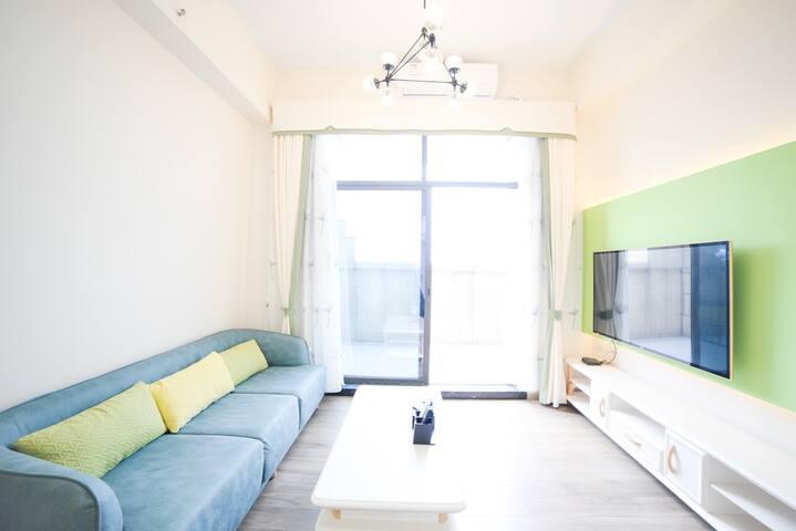 珠江边民间金融大厦顶层LOFT复式公寓,舒适大床房,6号线直达,独立阳台,俯视珠江,尽享城市好风光