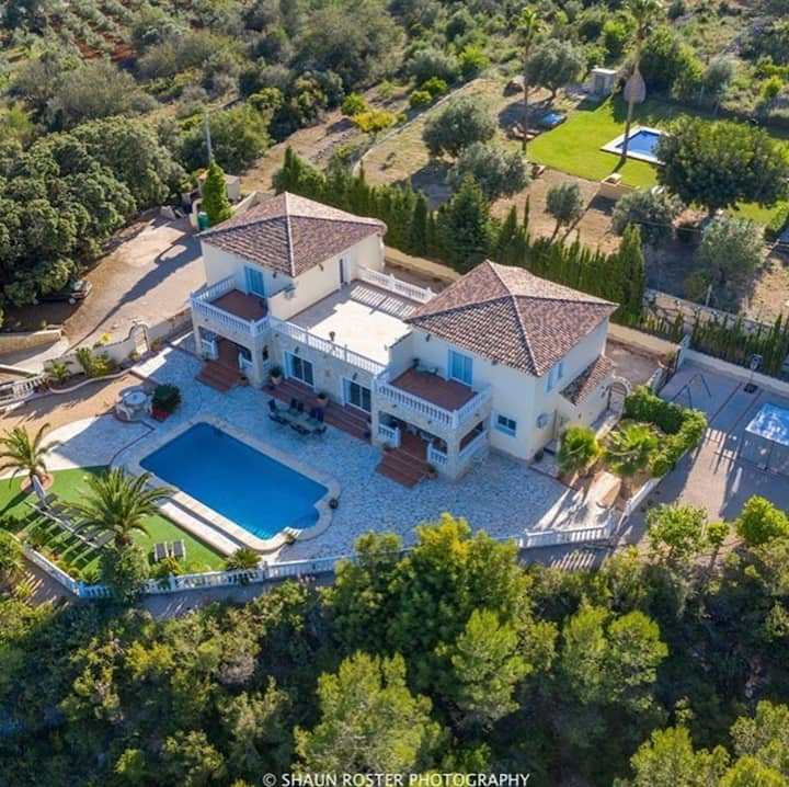 Luxurious Villa with pool ideal for cycling groups