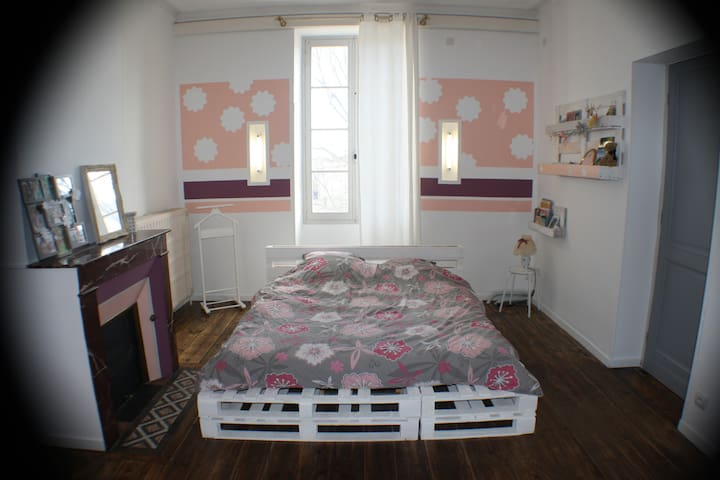 Chambre privée dans Maison de Ville rénovée - Landiras - Dům