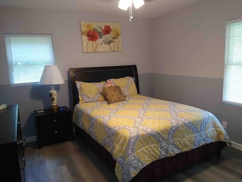 Room # 2 - Queen size bed (w/shared bathroom)