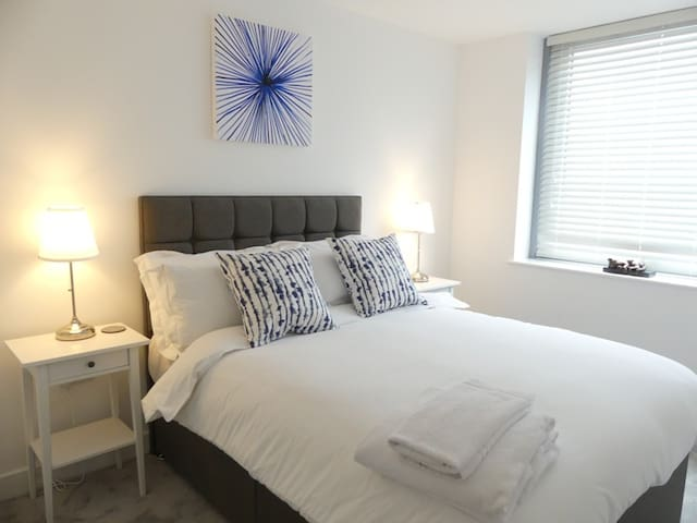 Basingstoke - Luxury Central 1 Bedroom Apartment