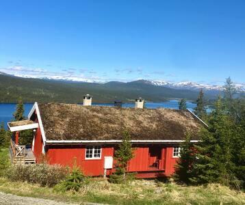 Hytte i Gudbrandsdalen med utsikt, wifi og bilvei