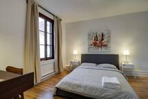 Vintage Montreal Flat C- 4 Bedrooms
