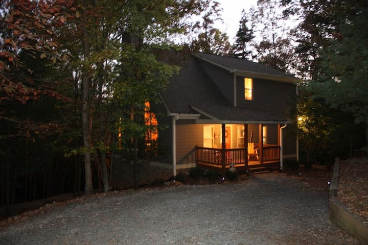 Hideaway in the Woods - Overton Lodge